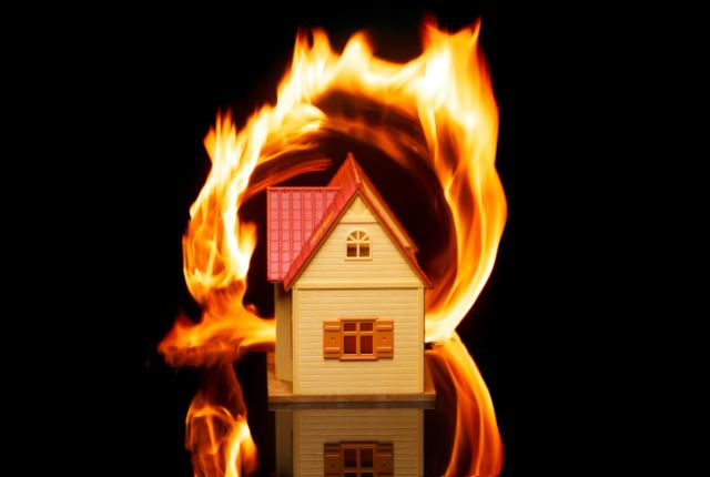 類焼による損害も火災保険の補償対象です