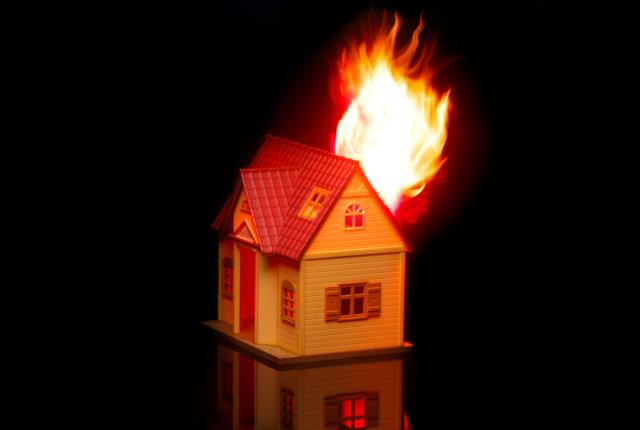 落雷による損害は火災保険で対応可能|申請代行業者で相談を